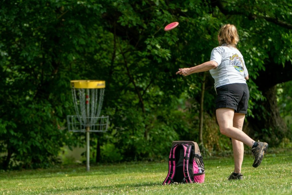 This image has an empty alt attribute; its file name is disc-golf-1-1024x683.jpg